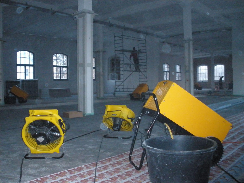 Estrich Trocknung schnell Bautrocknung Duregger Zugluft Fußbodenheizung Kondensationstrocknung Schimmel Risse