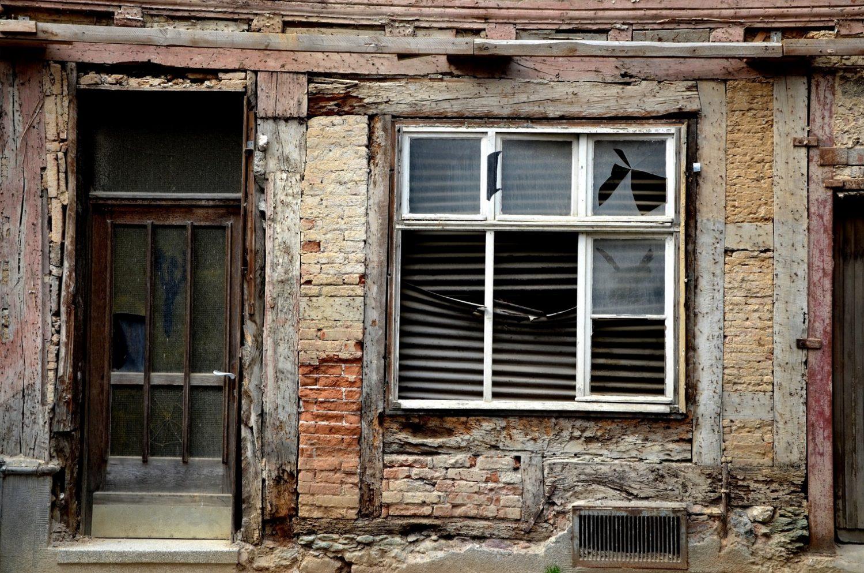 Wasserschadensanierung Sanierung Wasserschaden Versicherung Feuchteschäden Trocknung Infrarotheizplatte Bautrocknung Duregger Magazin Behebung