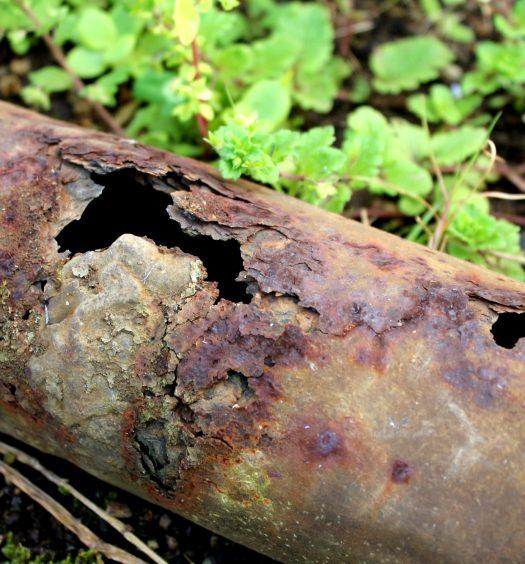 Rohrbruch Hilfe was tun Wasserrohrbruch Bautrocknung Duregger Leitung Lochfraßkorrosion Wasserzufuhrsystem Schaden Wasserschaden Bruch