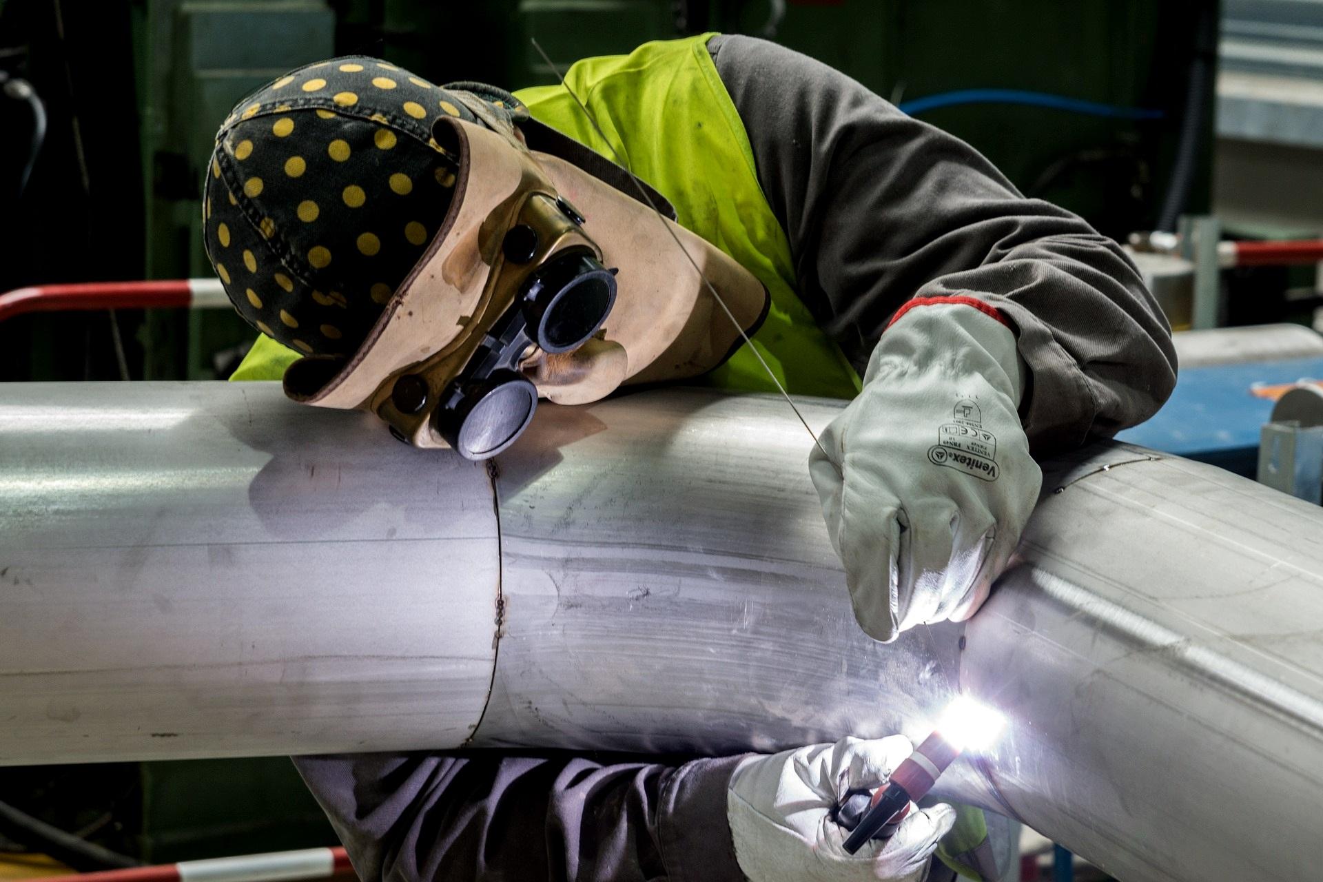 Rohrbruch Hilfe was tun Wasserrohrbruch Bautrocknung Duregger Leitung Lochfraßkorrosion Wasserzufuhrsystem Schaden Wasserschaden Lötnaht Pressnaht