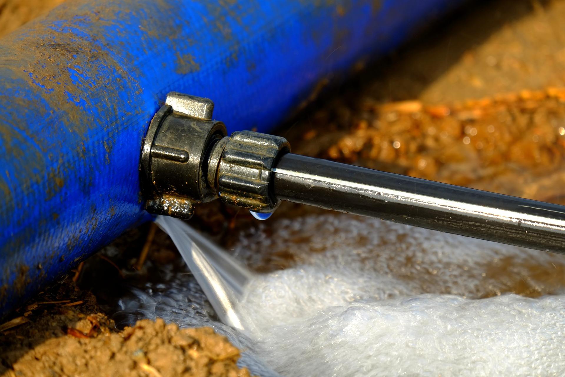 Rohrbruch Hilfe was tun Wasserrohrbruch Bautrocknung Duregger Leitung Lochfraßkorrosion Wasserzufuhrsystem Schaden Wasserschaden undicht