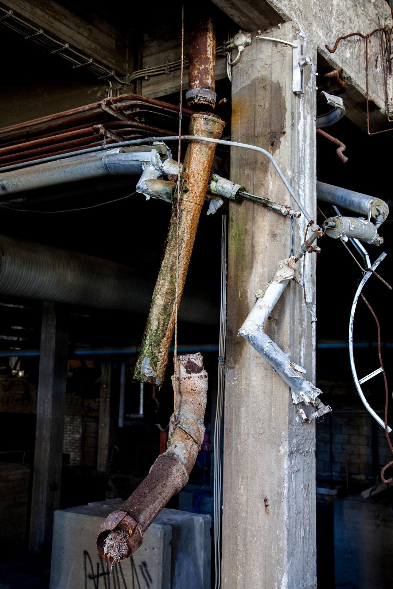 Rohrbruch Hilfe was tun Wasserrohrbruch Bautrocknung Duregger Leitung Lochfraßkorrosion Wasserzufuhrsystem Schaden Wasserschaden