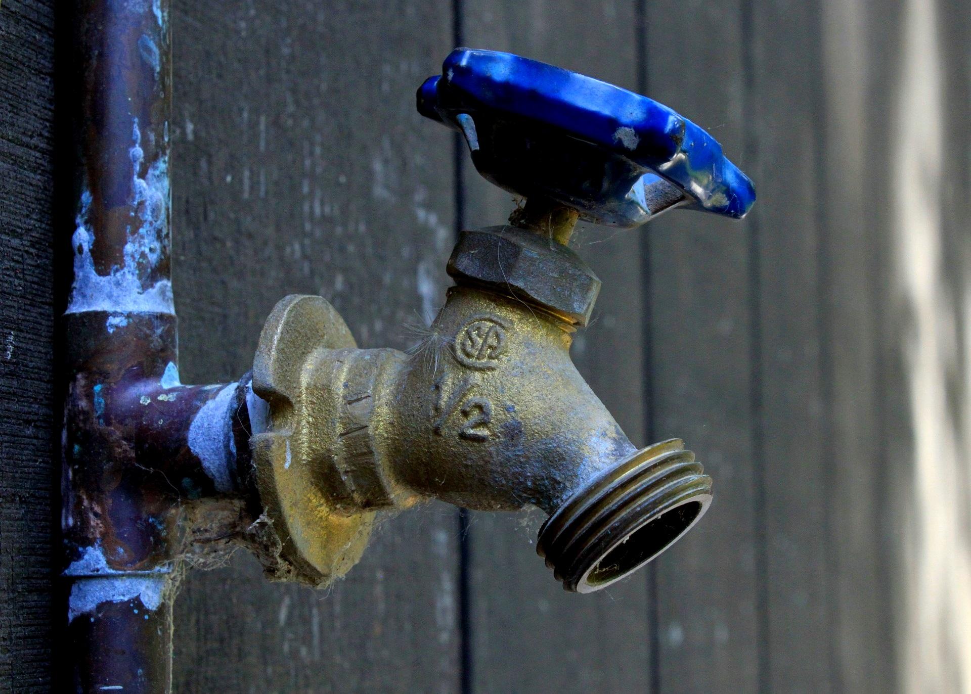 erste hilfe bei einem wasserschaden wasserschadensanierung wasserschaeden wasserschadenbeseitigung bautrocknung duregger bautrockner mieten muenchen hauptwasserhahn