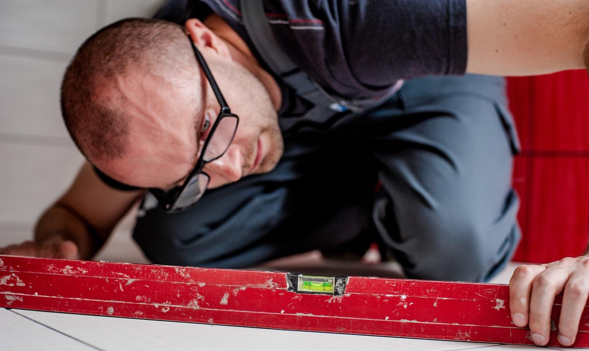 Estrich verlegen Eigenregie Ratgeber Bautrocknung Duregger Termintrockung Bautrockner mieten Müchen Vermietung Express Trocknung Wasserwaage