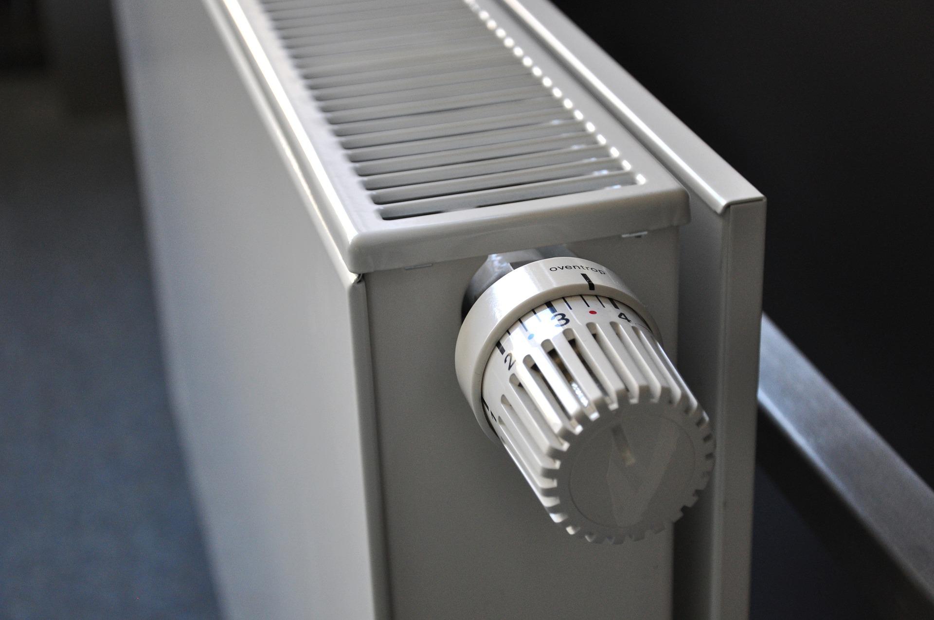 heizkosten-sparen-heizen-heizkoerper-entlueften-bautrocknung-duregger-luftfeuchtigkeit-lueften-bautrockner-mieten-muenchen-aufheizen