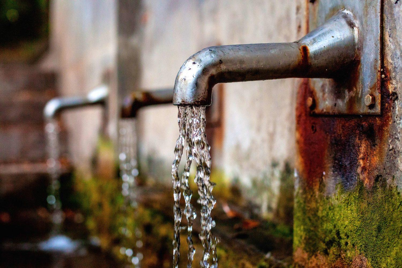 wasserschaden-ratgeber-loeschvorgang-hochwasser-rohrbruch-bautrocknung-duregger-bautrockner-mieten-muenchen-wasser