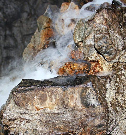 Ursachen Feuchtigkeitsschäden Gebäude Bauen Wasserschaden Feuchtigkeit Keller Bautrocknung Duregger Bautrockner mieten München Trockenschränke