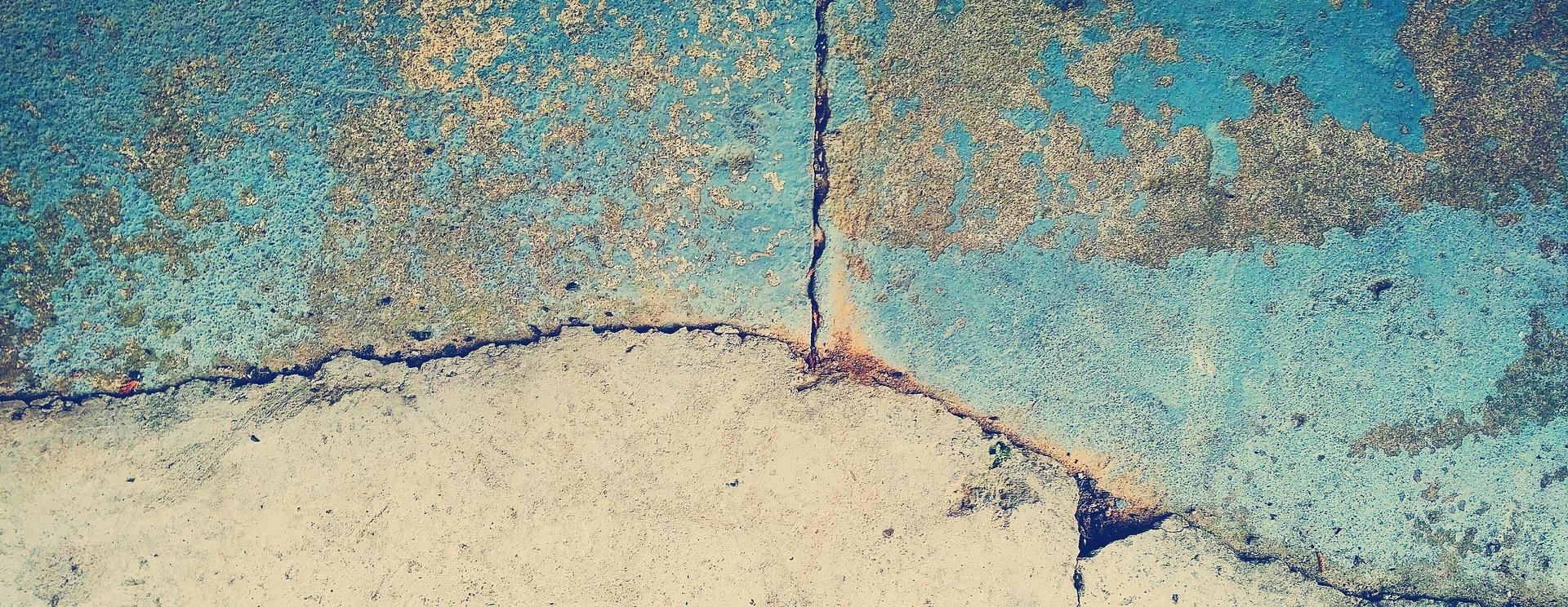 Wasserschadensanierung Wasserschaden Wasserschadenbeseitigung Bautrocknung Duregger Bautrockner mieten Trocknen Wasserschadenbekämpfung Hochwasser Schaden Entfeuchter Riss